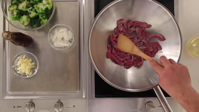 Говядина сустричным соусом