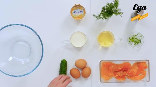 Омлет с лососем и творожным сыром