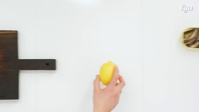Шпроты с лимоном