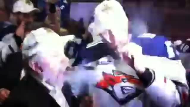 Чемпионская раздевалка Магнитки. Величкин раскуривает сигары