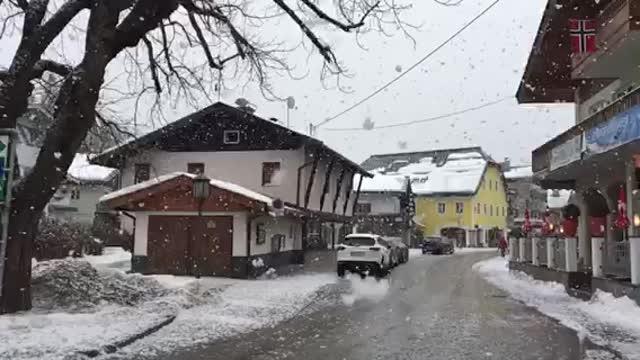 Хохфильцен засыпает снегом в день женской эстафеты