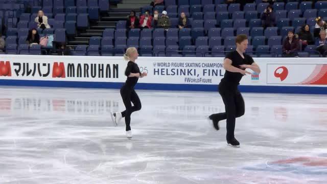 Морозов на раскатке при падении поранил ногу Тарасовой
