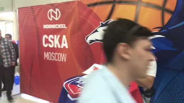 Автограф-сессия Александра Овечкина перед матчем полуфинала плей-офф Единой Лиги ВТБ
