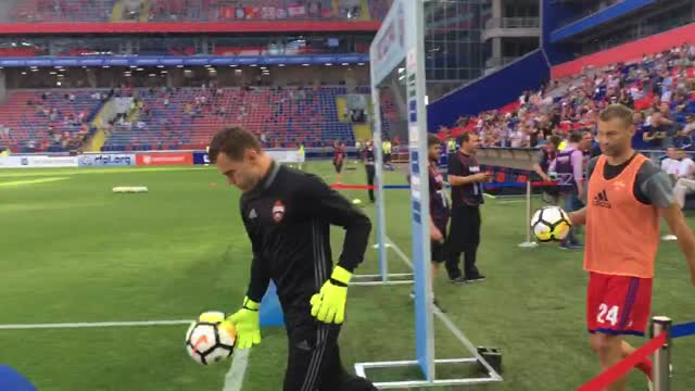 Игроки ЦСКА вышли на разминку перед дерби
