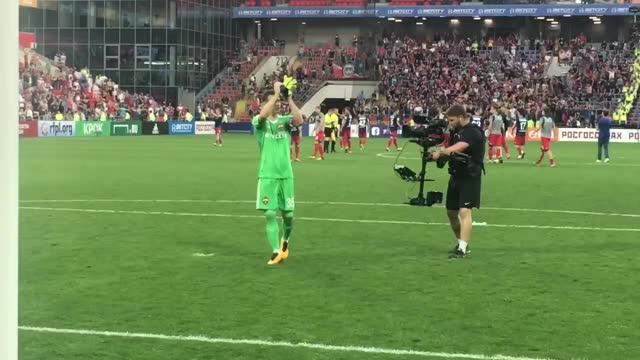 Акинфеев, Гончаренко и Натхо с детьми поблагодари фанатов ЦСКА