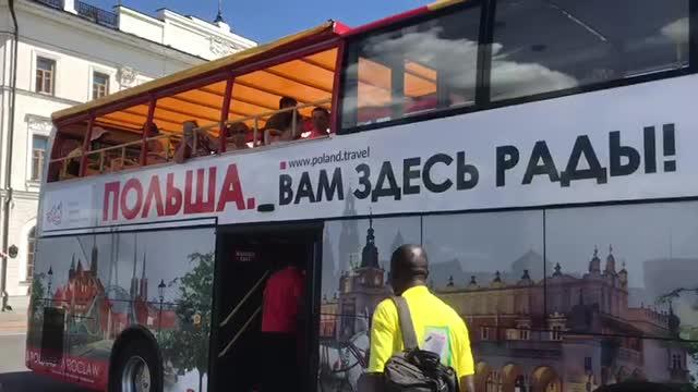 Бразильцев обманули: их повезли в Польшу :)