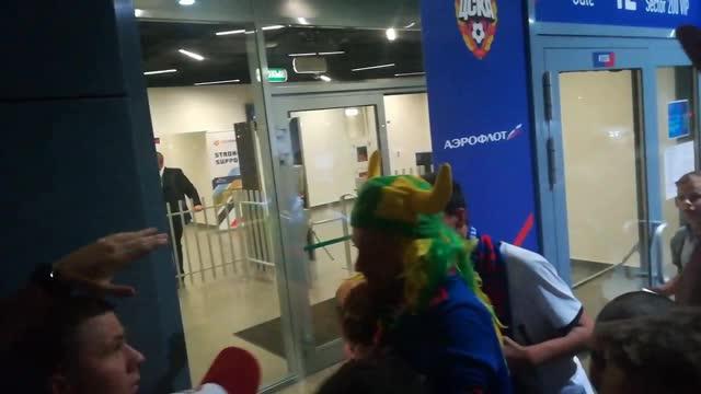 Томер Савойя заряжает с фанатами ЦСКА