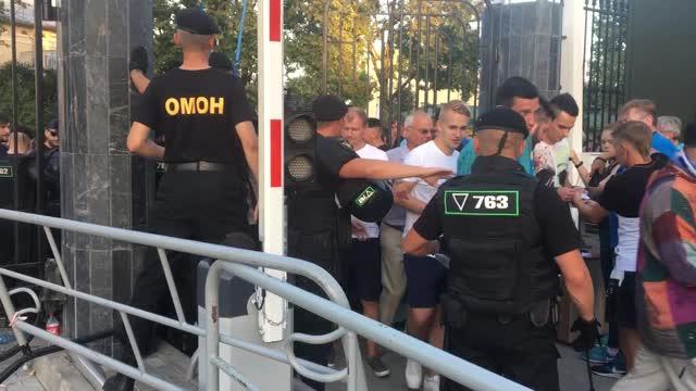 Давка фанатов «Зенита» на матче в Минске