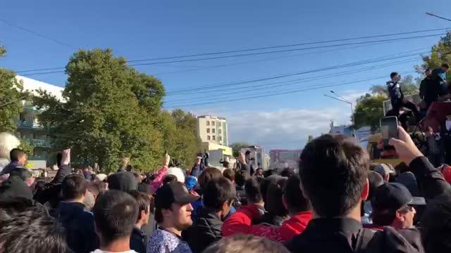 Фанаты Хабиба оккупировали грузовик