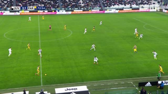 3:2. Жервиньо («Парма») отправляет мяч в ворота