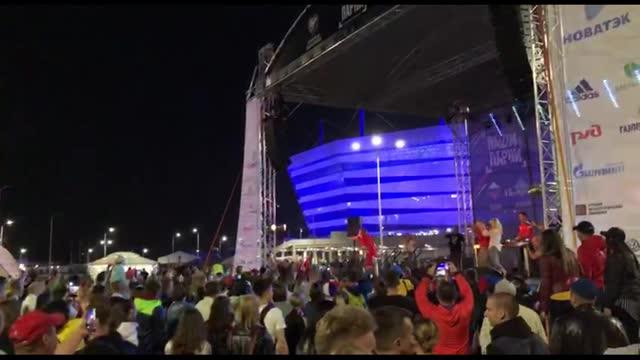 Рэпер ST разогревает болельщиков перед матчем сборной России