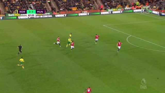1:3. Онель Эрнандес («Норвич») отыгрывает один мяч