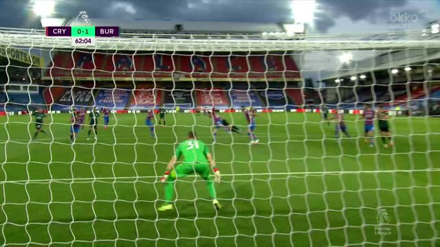 0:1. Бен Ми («Бернли») забил красивый гол «рыбкой»