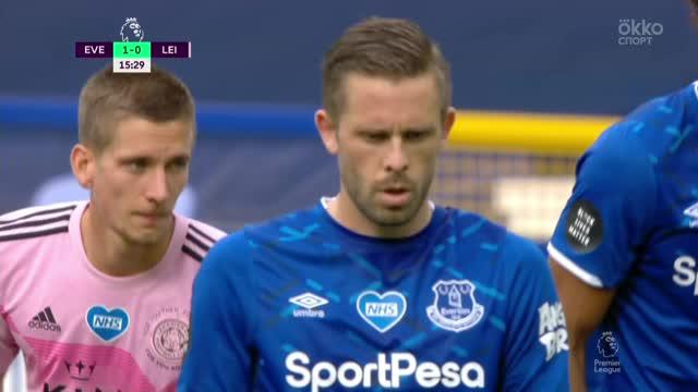 2:0. Гилфи Тор Сигурдссон («Эвертон») реализует пенальти