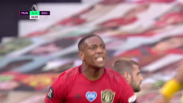 2:1. Марсьяль мощным ударом выводит «Ман Юнайтед» вперед!