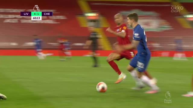 4:2. Абрахам («Челси») с передачи Пулишича отыгрывает один мяч