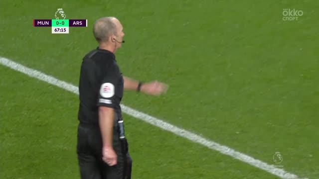 0:1. Обамеянг («Арсенал») с пенальти открывает счет в матче