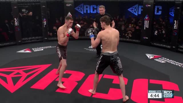 Присмаков победил Короткова единогласным решением судей