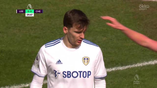 Защитники «Лидса» чуть не сообразили гол в свои ворота