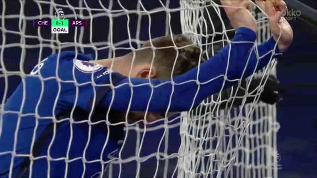0:1. Смит («Арсенал») забивает после ошибки Жоржиньо