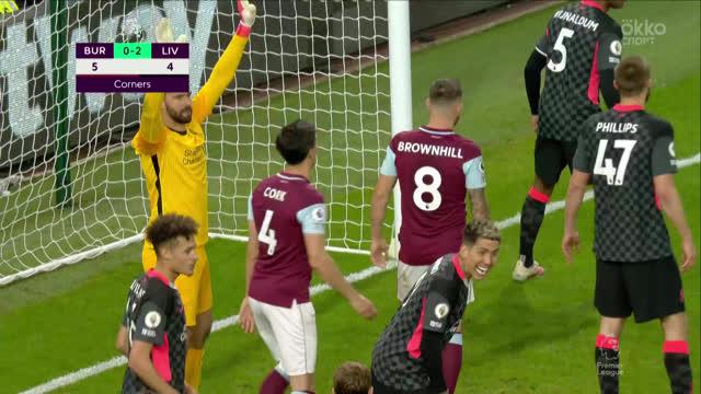 Филлипс («Ливерпуль») выносит мяч с ленточки после удара Ми!