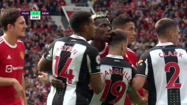 Варан («Манчестер Юнайтед») опасно пробивает головой