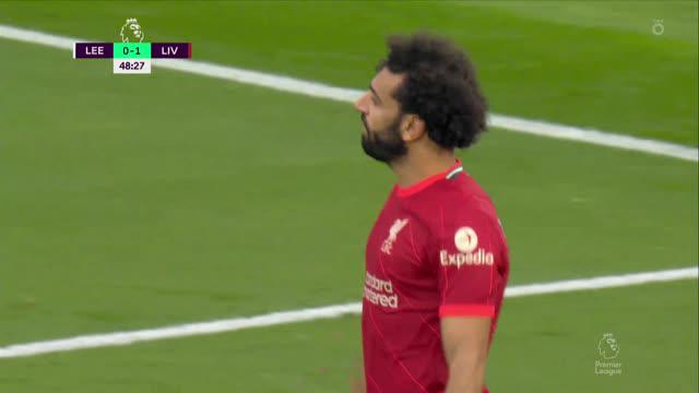 Стрёйк («Лидс») спасает свою команду от неминуемого гола
