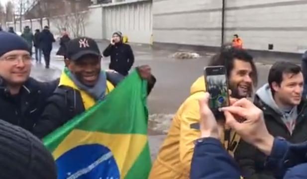 Бразильские болельщики на матче Россия — Бразилия