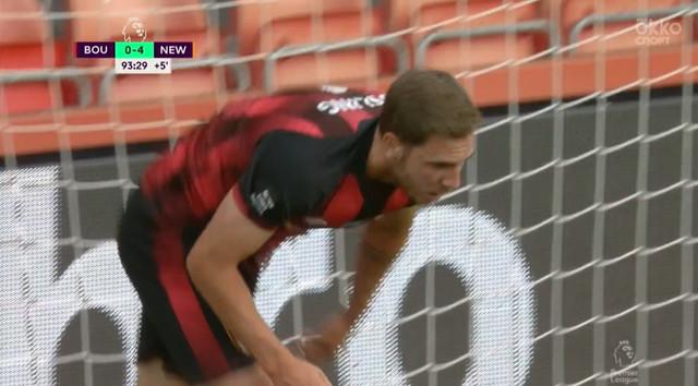 1:4. Дэн Гослинг («Борнмут») забивает первый гол команды