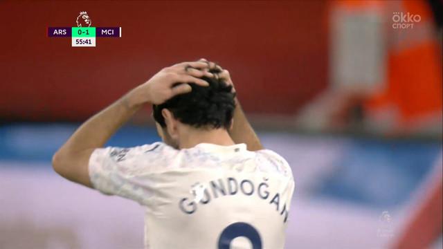 Лено («Арсенал») парирует удар Гюндогана!