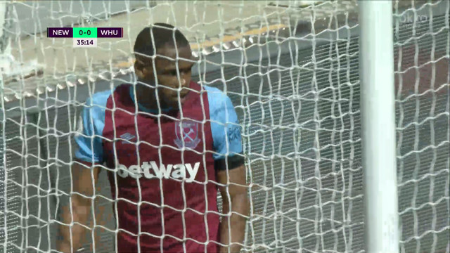 1:0. Диоп («Вест Хэм») срезает мяч в свои ворота