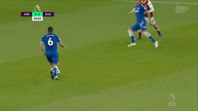 Лено («Арсенал») отражает опасный удар Ришарлисона