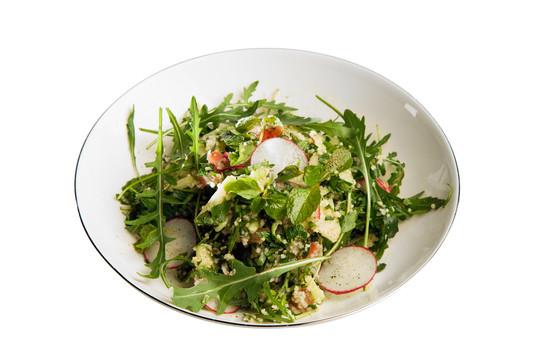 Магрибский салат с кускусом и рукколой